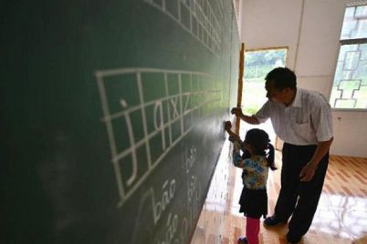 satu-satunya-guru-dan-murid-di-sekolah-dasar-budaixi-xuan-en-hubei-china_20150704_174154.jpg
