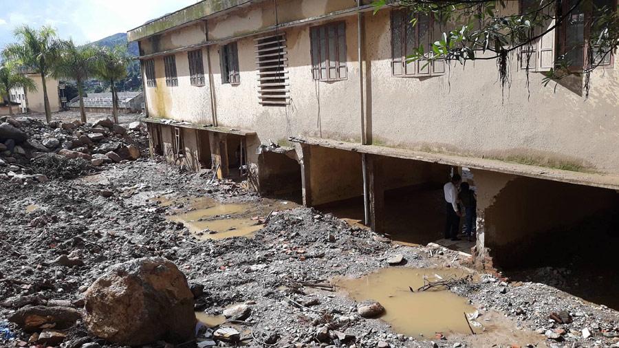 Trường học Mù Cang Chải tan hoang sau lũ quét 25