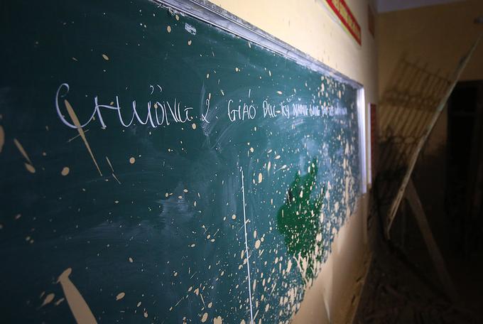 Nước lũ tàn phá trường học ở Yên Bái 9