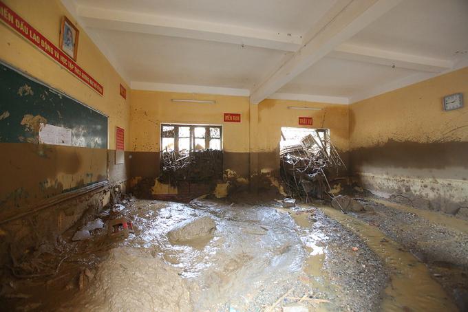 Nước lũ tàn phá trường học ở Yên Bái 4