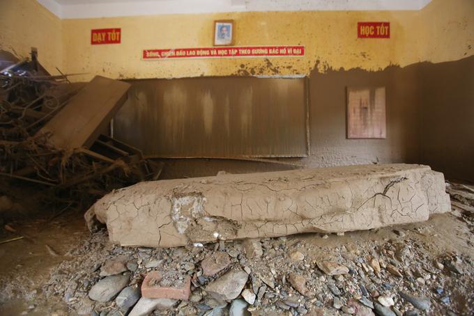 Nước lũ tàn phá trường học ở Yên Bái 7