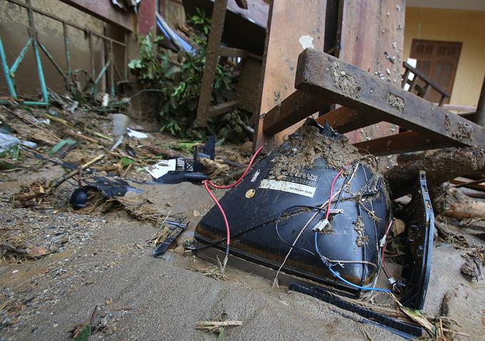 Nước lũ tàn phá trường học ở Yên Bái 8
