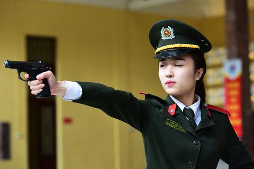 Vì sao điểm chuẩn trường công an, quân đội vượt 30? 1