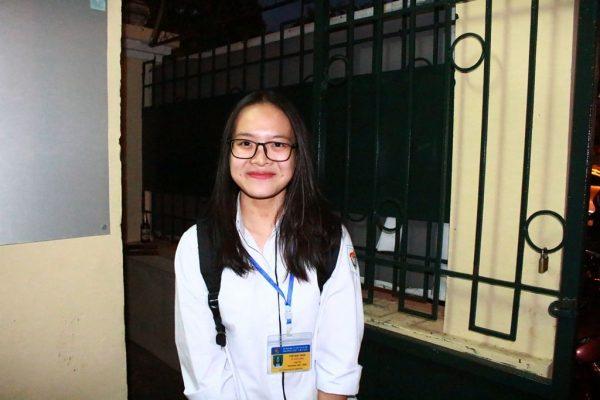 Thầy hiệu trưởng đứng ở cổng trường chào học sinh: 'Xuất phát từ tình yêu thương học trò' 4