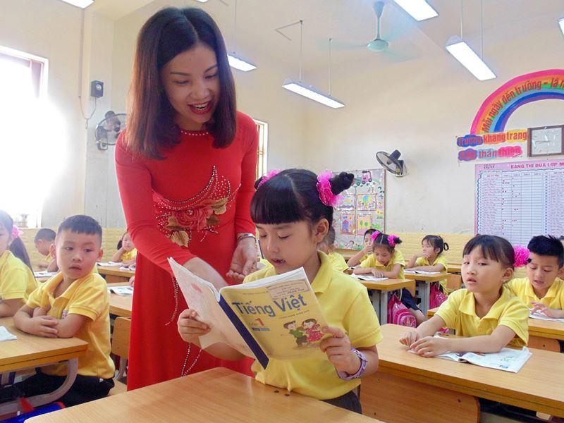 Cô giáo Nguyễn Thị Hằng tận tâm, đầy trách nhiệm với học sinh tiểu học 1