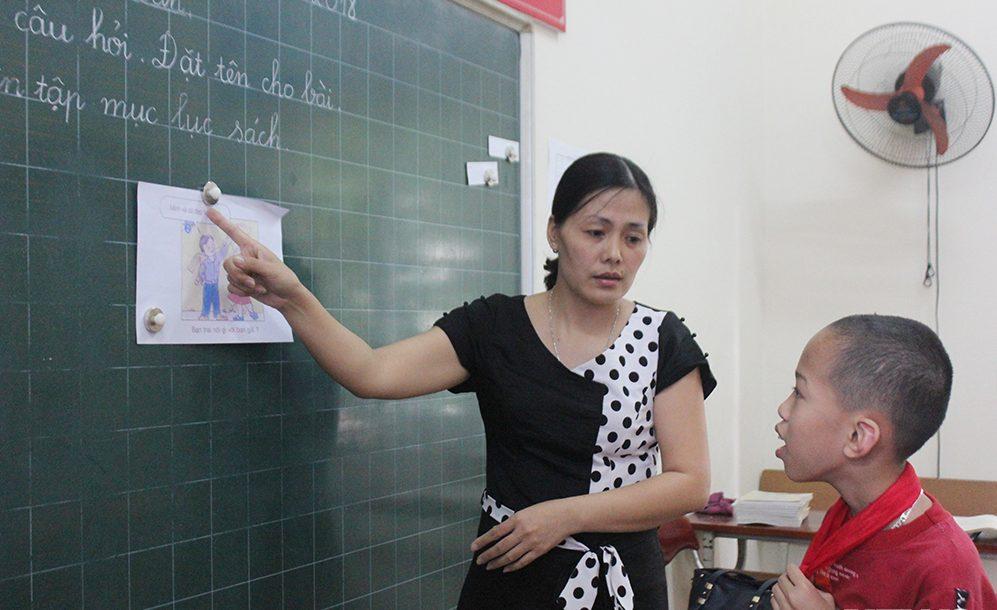 Cô giáo Phú Thọ suốt 18 năm dạy trẻ khuyết tật kể lại kỷ niệm bị trò ném chổi xua đuổi 1