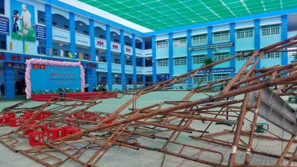 Sập giàn giáo khiến 25 học sinh bị thương khi dự lễ 20/11 ở Sài Gòn: Nhiều học sinh bị chấn thương đầu, 2 em bị lõm sọ 1