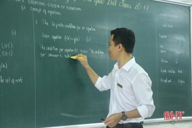 """Thầy giáo xứ Cẩm dạy """"sin cos tan cot"""" bằng tiếng Anh hấp dẫn học trò 5"""