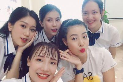 le_thu_huong_khoa_than_dam_sen_1.jpg