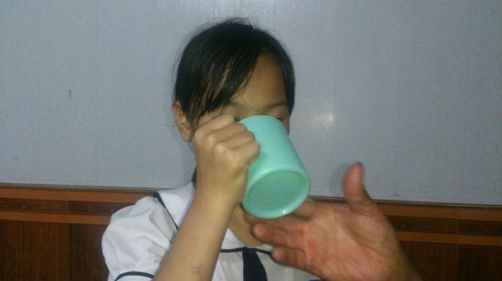 phuong-anh-mieu-ta-lai-viec-bi-uong-nuoc-vat-tu-gie-lau-bang-anh-thanh-lam-1522894383460459768860.jpg